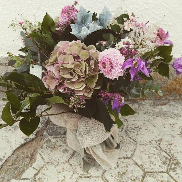 ramo para regalo con hortensia de otoño y flores silvestres
