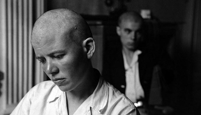 Француженка, обвиняемая в сотрудничестве с нацистами. Франция, 1944 г.