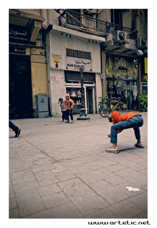 Children like to spend their time on the streets much of the day to indulge in their favorite games around the people who go about their lives. The streets are noisy with all these games and good mood is palpable everywhere you walk making this city a lively one in spite of the stifling pollution.