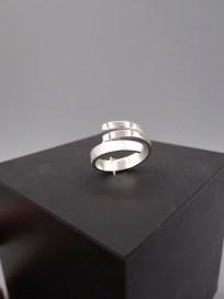Arto Edelsmeden- Breed naar smal ingezaagd zilveren ring