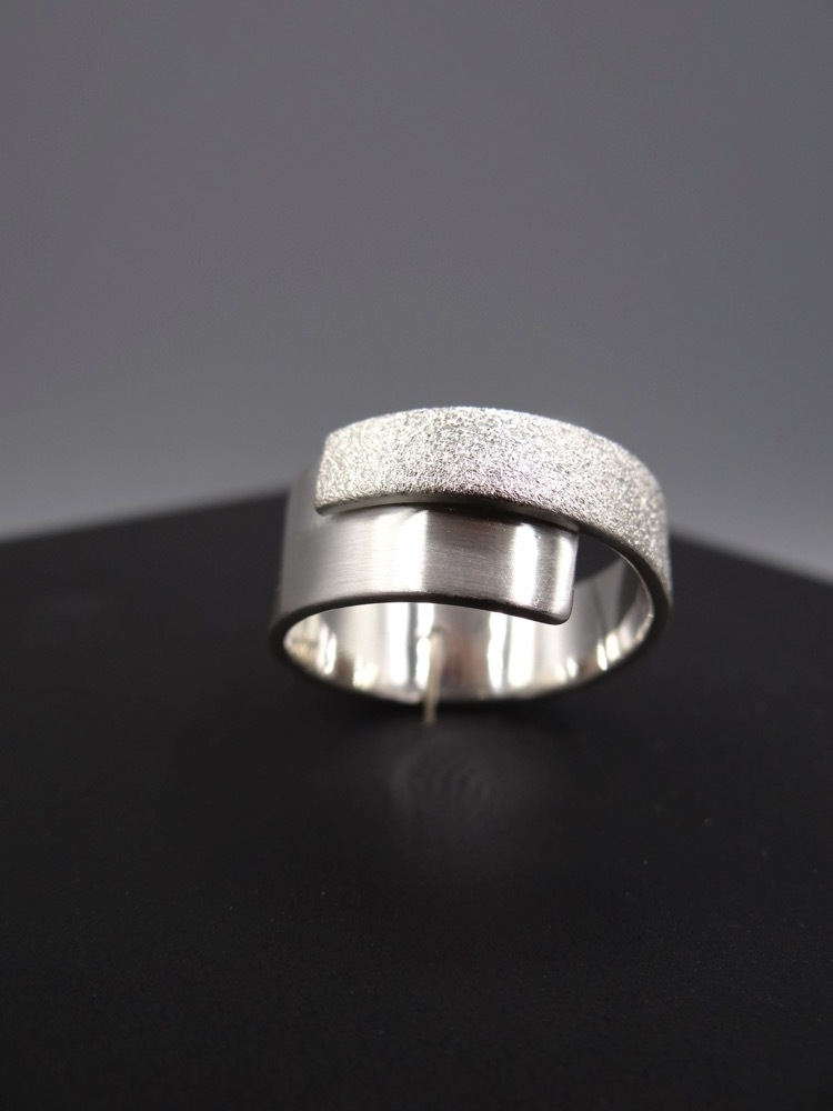 Arto Edelsmeden Zilveren Ring Overslag Breed Naar Smal