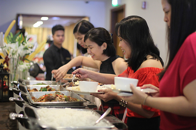 mommy bloggers philippines christmas party 2015 mesclun restaurant lifestyle mommy blogger www.artofbeingamom.com 03