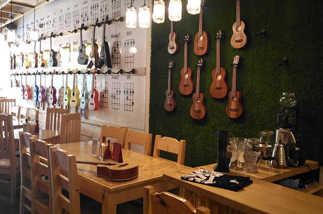 uke box caffe ukelele cafe music cafe eastwood lifestyle mommy blogger www.artofbeingamom.com 01