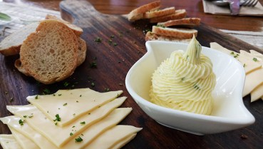 Melba Toast with Garlic and Chives Butter (Anchor Salted Butter and Cheese Block)