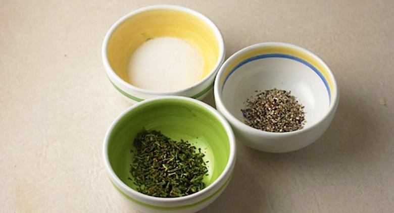 pepper salt thyme