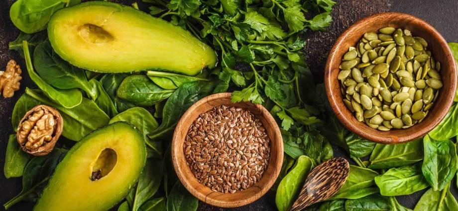 Spinach avocado walnuts pumpkin seeds