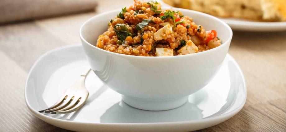 Harissa tofu on quinoa tabbouleh