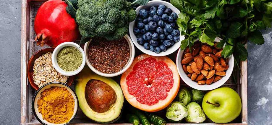 Antioxidants to help slow down the aging process