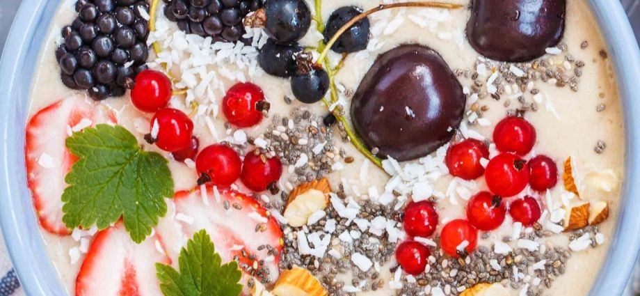 Metabolism boosting smoothie bowl