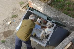 trashcan-735820_1920