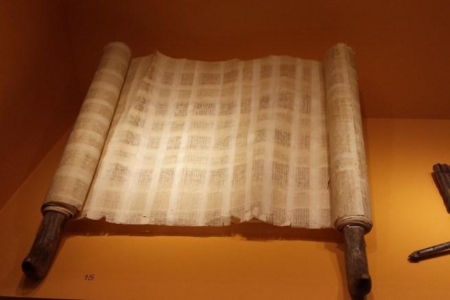 scroll-1760402_1920