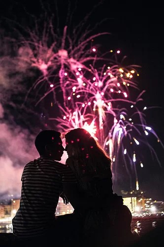 couple-fireworks