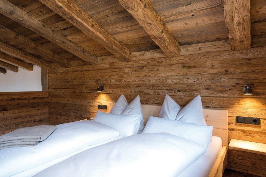 Chalet Komfort Schlafzimmer ganz in Holz.