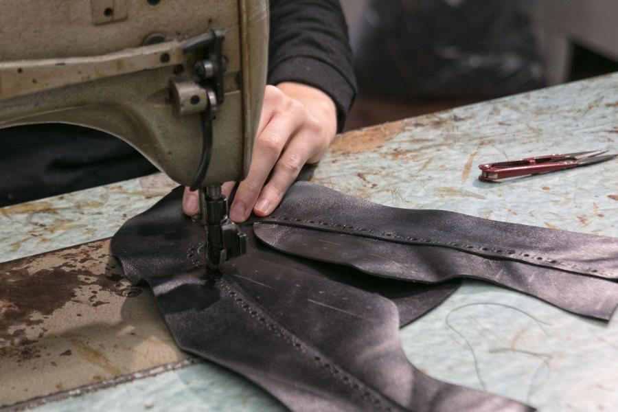 Feinarbeit für feine Schuhe
