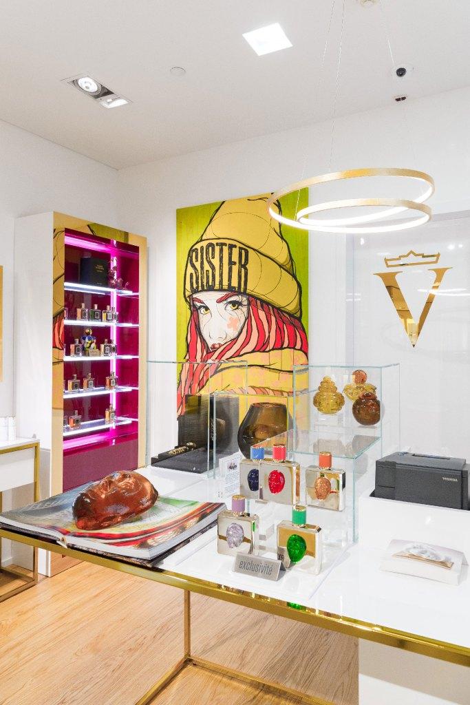 La Maison Valmont, Lausanne: Renommierte Hautpflegerituale, das luxuriöse L'Elixir des Glaciers-Sortiment, die Duftreihe Il Profumo und jede Menge immer wieder neu kuratierte Kunst.