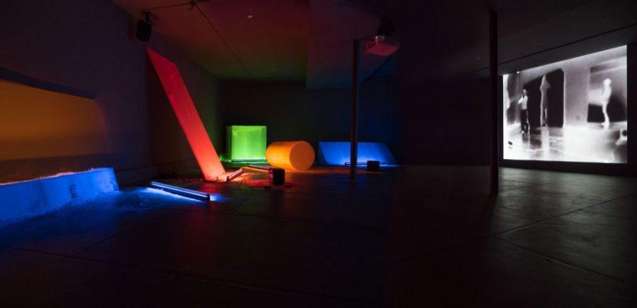 Dis-Play II with videos. 2018 Dia/Dan Flavin Art Institute, Bridgehampton, NY 2018 - 2019. Foto © Caterina Verde