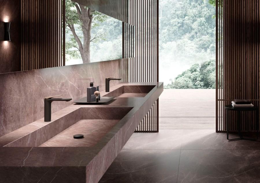 Laguna, die von Matteo Thun und Antonio Rodriguez für JAQUAR entworfene Bad-Serie, umfasst ein komplettes Sortiment an Bad-Keramik, eine Auswahl Armaturen, eine rahmenlose Walk-in-Dusche, Badezimmerkonsolen und unaufdringliche Bad-Accessoires.