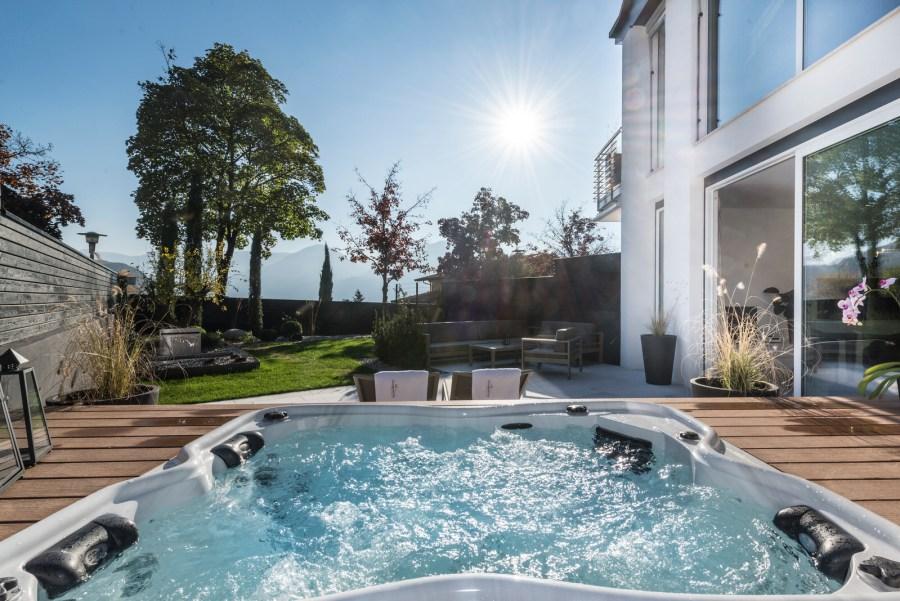 Garten mit Hot-Whirlpool