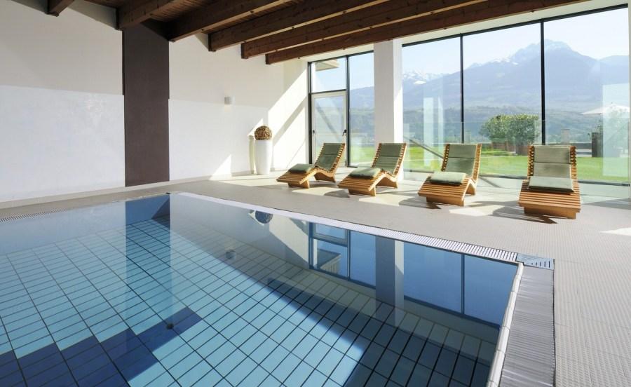 Indoor Pool mit 29 - 30 ° Wassertemperatur im Bio Hotel Pazeider Meran.