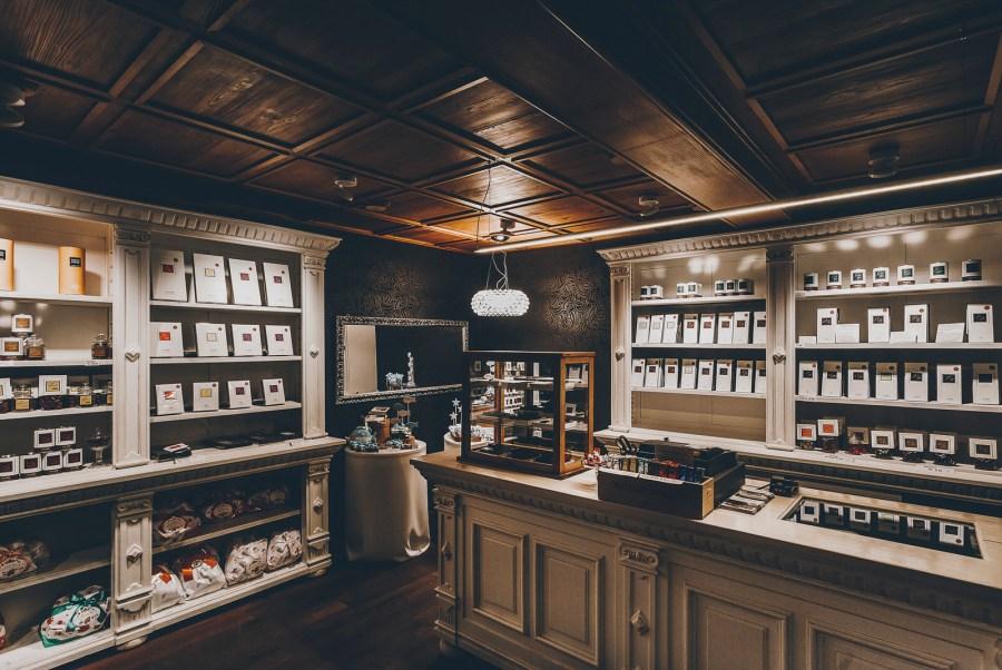 Der kleine Laden in Bätterkinden erinnert an denjenigen im Film «Chocolat», dieser sündhaft köstlichen Geschichte mit Juliette Binoche, die mit ihren Schokolade-Kreationen ein ganzes Dorf verzaubert und viel Leidenschaft entfacht.