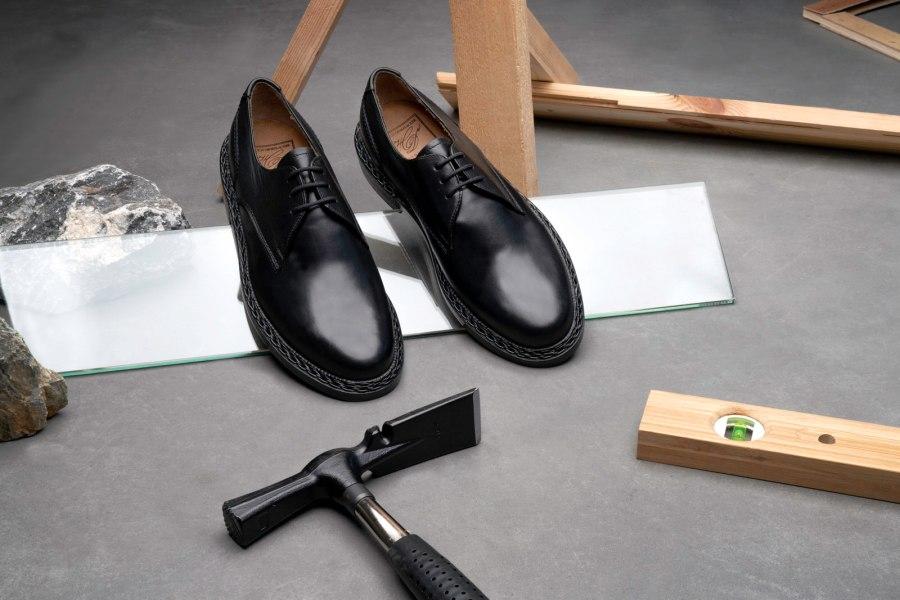 Rio und Buda gehören zu den Traditionsmodellen der Heinrich Dinkelacker Schuhe. Die dreifache Sohle des Rio Leistens, der Zopfrahmen des Buda Leistens, die von Hand eingeschlagenen Messingstifte, das alles macht Heinrich Dinkelacker Schuhe so besonders.