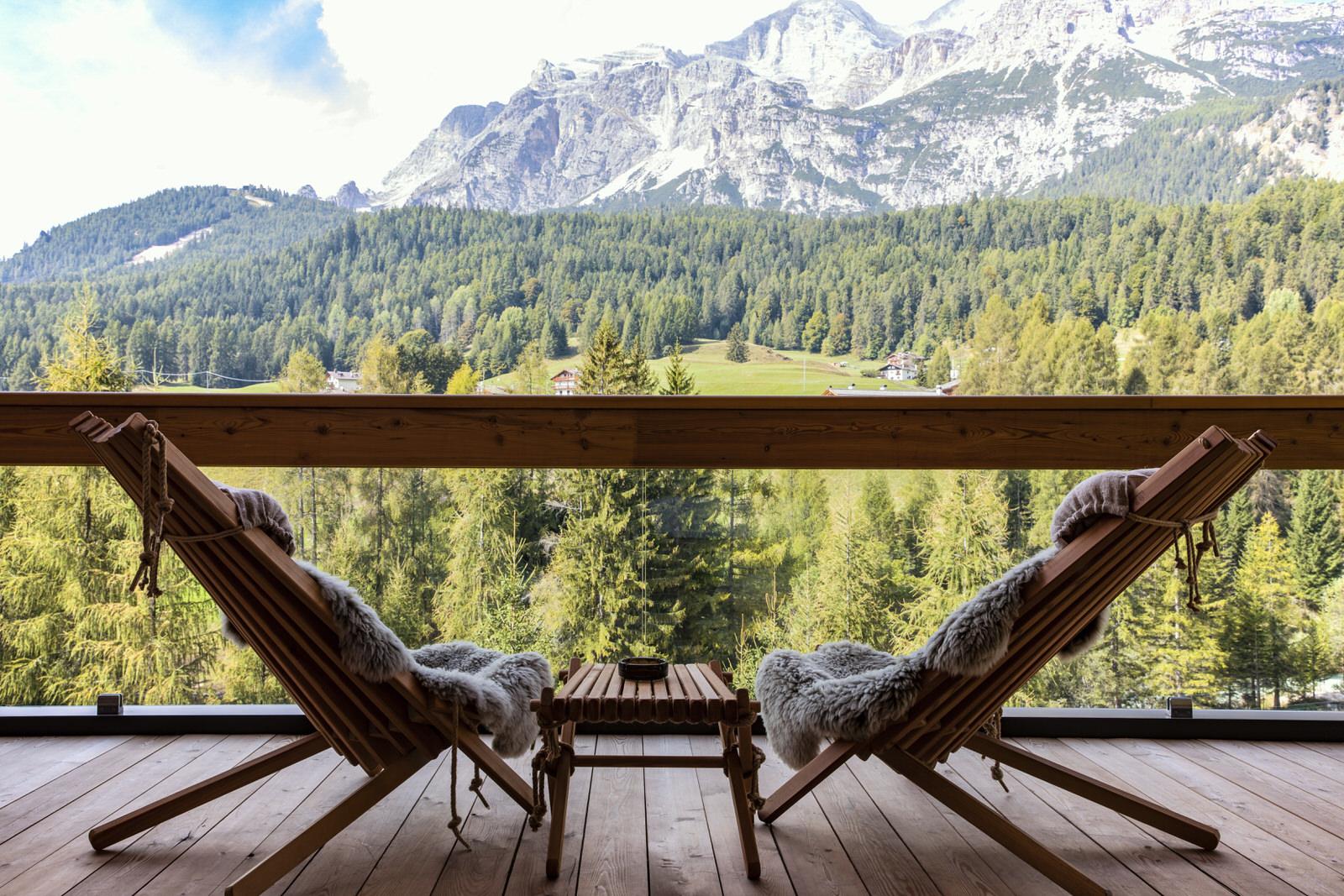 Der Panorama-Balkon bieten einen unvergesslichen Blick auf das Dreigestirn der Tofane.