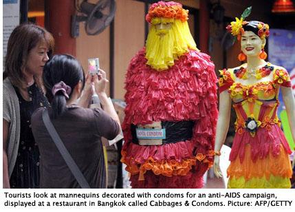 condom-mannequins_1433565i-425