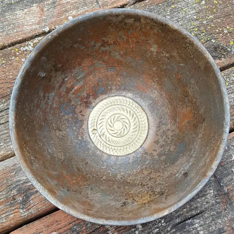 Box Elder wood turned bowl with textured inlay and finished metal reactive paint. #boxelder #ArtOfTurning #woodturning