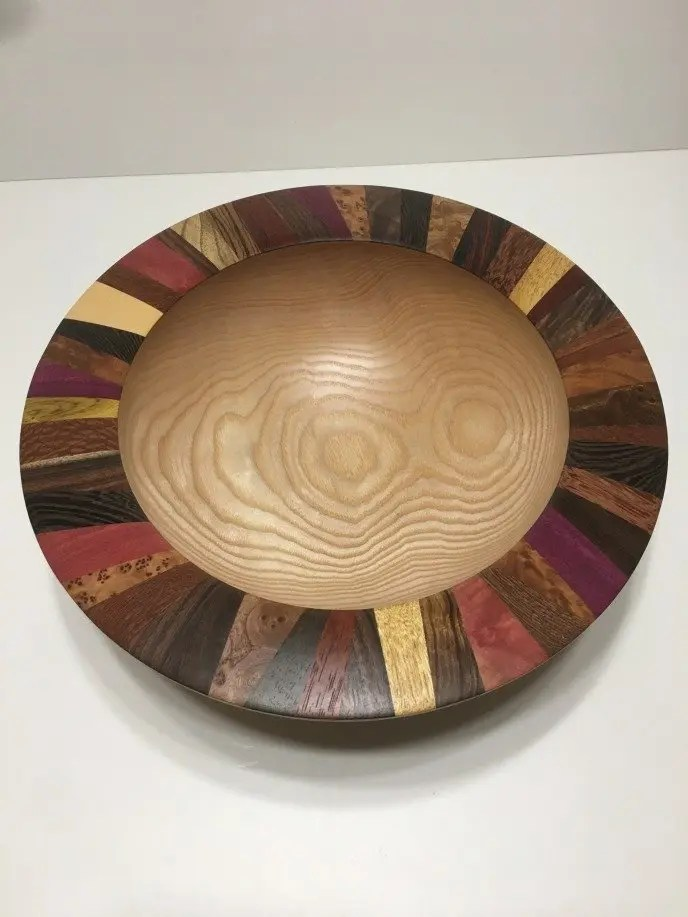 Wooden ash bowl with segmented rim