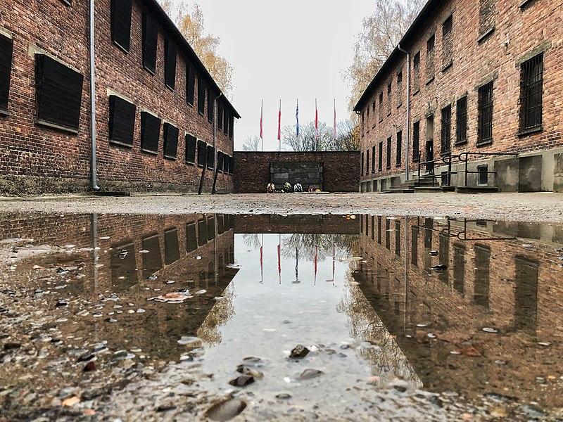 Mur des Exécutions dans la cour du bloc 11, KL Auschwitz I.