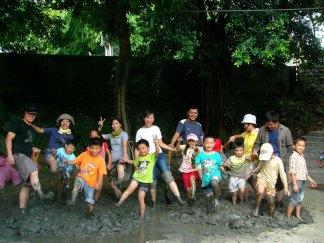 兵營-玩泥巴play mud and earth at the old army camp
