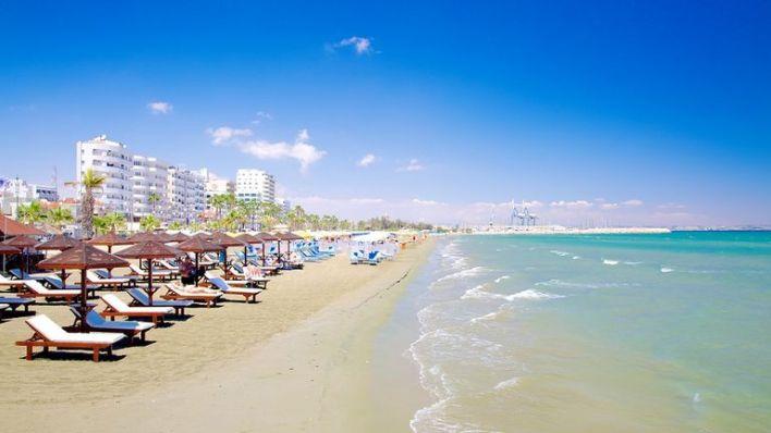 شاطئ فينيكودس - لارنكا قبرص المسافرون العرب