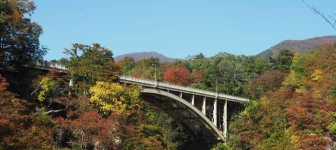 鳴子峡遊歩道から見た紅葉の写真