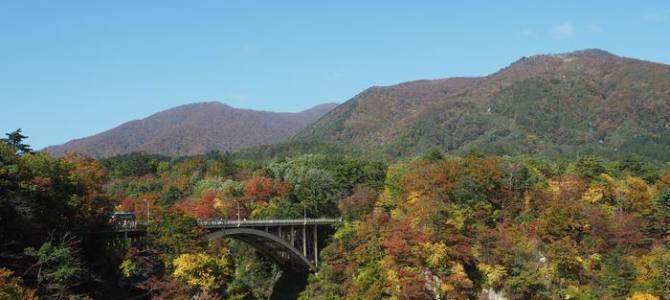 鳴子レストハウスから見た鳴子大橋の写真