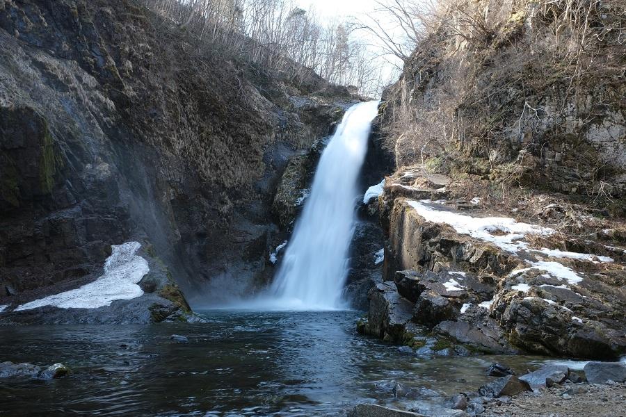 xt3で撮影する秋保大滝の冬の風景写真角度を変えて滝つぼを撮影!