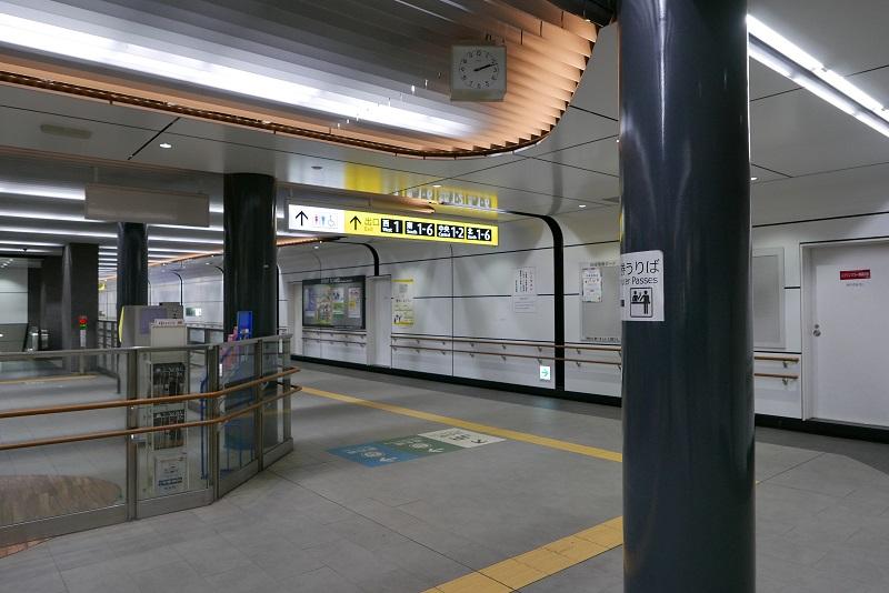 仙台地下鉄東改札の連絡通路の風景写真