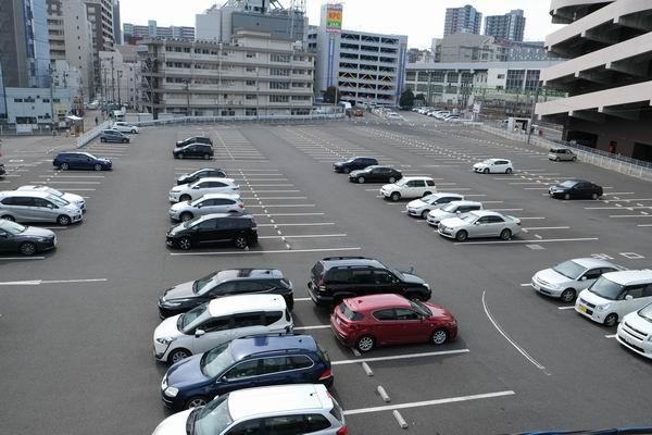 仙台駅東口のヨドバシの大駐車場3番の風景写真