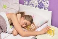 休日などについやってしまう二度寝を防ぐための3つの対策