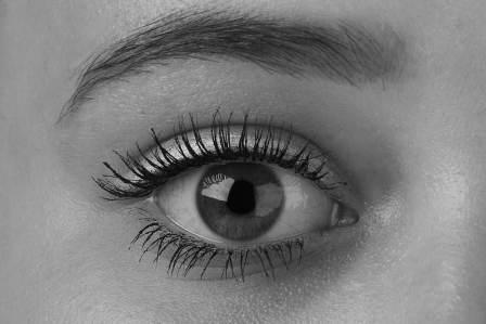 疲れ目は眼精疲労や頭痛の原因!目の疲れを解消するための5つの方法
