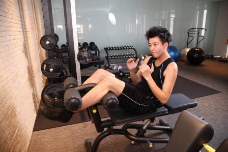 仕事中に筋トレ!オフィスで椅子に座ったままできる腹筋の鍛え方5選