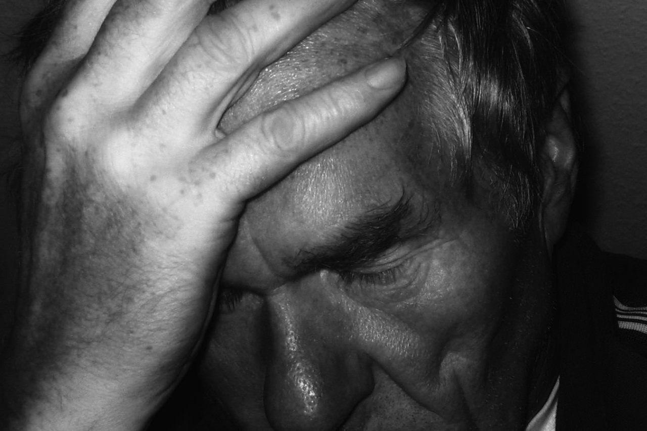 完全に無視されて避けられてる…好きな人に嫌われた時の対処法5選