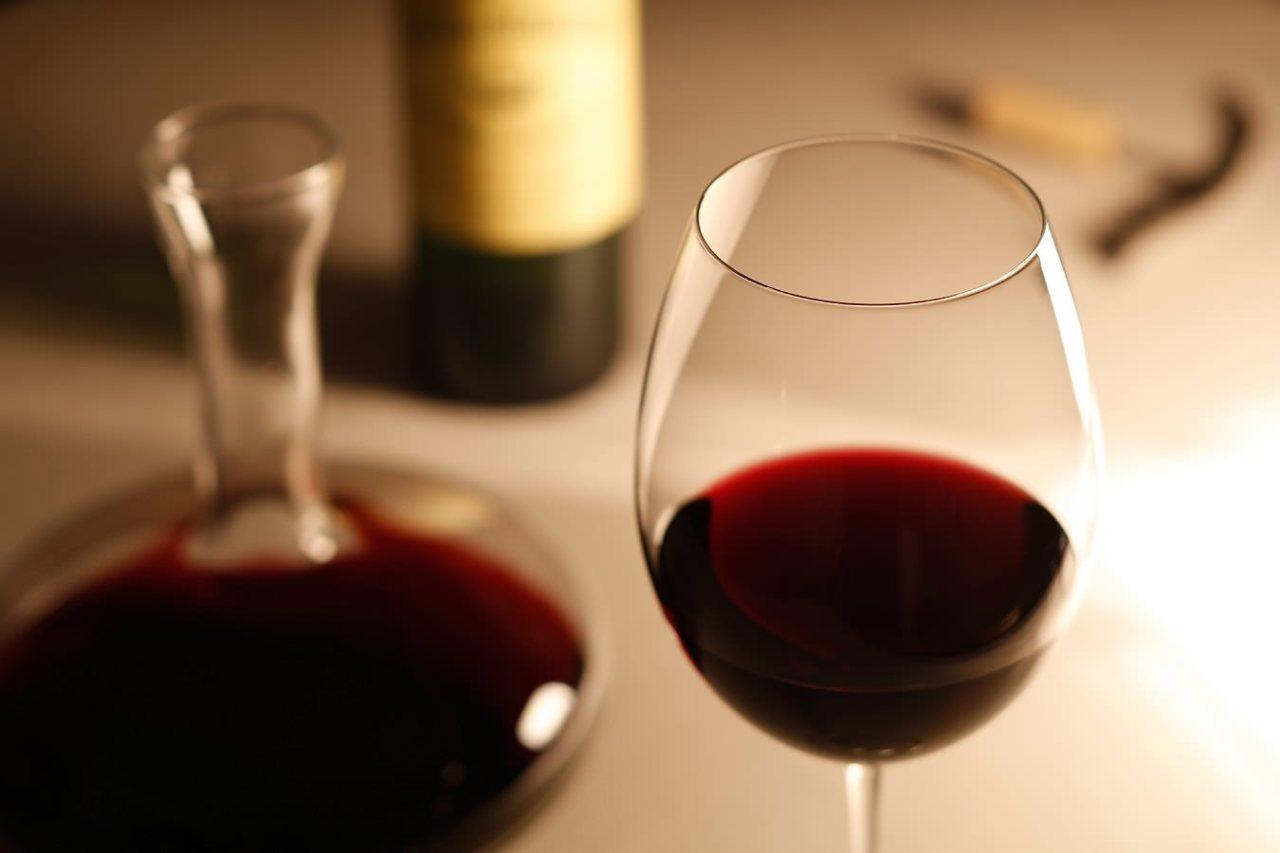 ワインバーでおしゃれな気分に!ワインの楽しみ方のコツと基本マナー4選