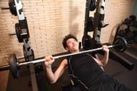仕事の合間にできる!オフィスで大胸筋を鍛えるための筋トレ方法5選