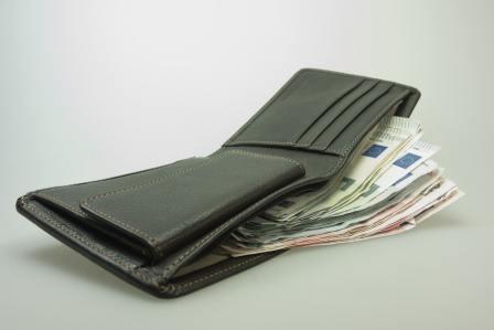 お金の使い方がやばい!金銭感覚が狂っていておかしい人の特徴3選