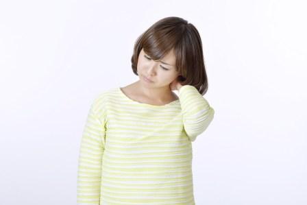 朝起きたら首が痛い!寝違えたときの効果的に治すための4つの対処法