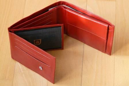 金目当てで利用されてしまう!友達の財布にされやすい人の特徴4選