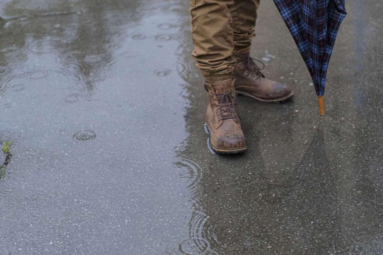 びちょびちょ!雨の日に靴の中や靴下が濡れないようにする対策方法4選