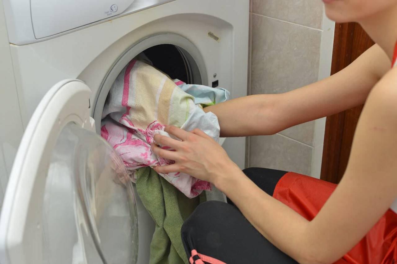 洗浄力アップや節約効果!お風呂の残り湯を洗濯に使うメリット3選