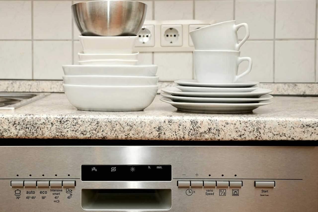 掃除を怠るとすぐに汚くなる!キッチン・調理場の汚れやすい箇所7選