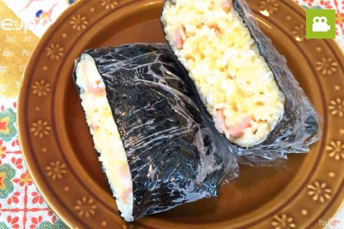 洋風の味もおすすめ!カルボナーラ風おにぎらずの作り方・レシピ